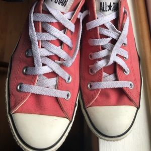 Salmon low top Converse